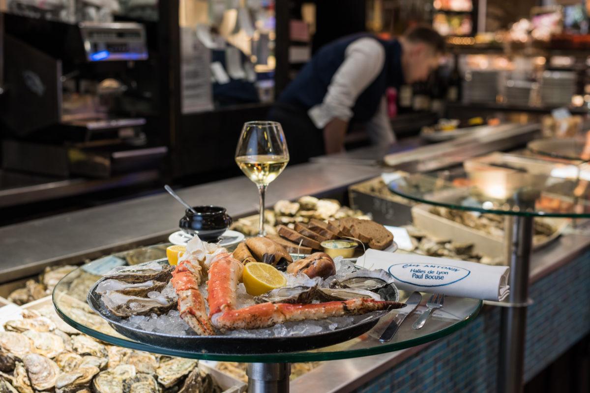 Плато из морепродуктов – Камчатский краб и устрицы